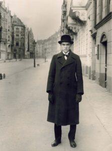 August Sander, portrait du peintre Anton Räderscheidt (1927). Il émigrait dans les années 30 à Sanary-sur-Mer.