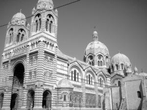 Die Kathedrale Grand Major im mauresken Stil im Hafenviertel La Joliette