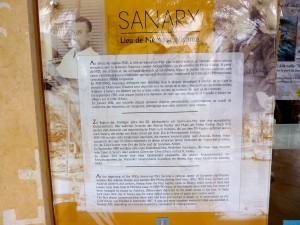 Die Erinnerungstafel am Office du tourisme in Sanary-sur-Mer