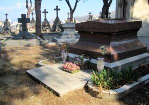 Grabstätte der Familie Artaud in Marseille, auf dem Friedhof St. Pierre