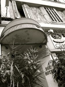 Dans cet hôtel sur le boulevard Dugommier mourut Louise Michel, la héroine de la Commune.